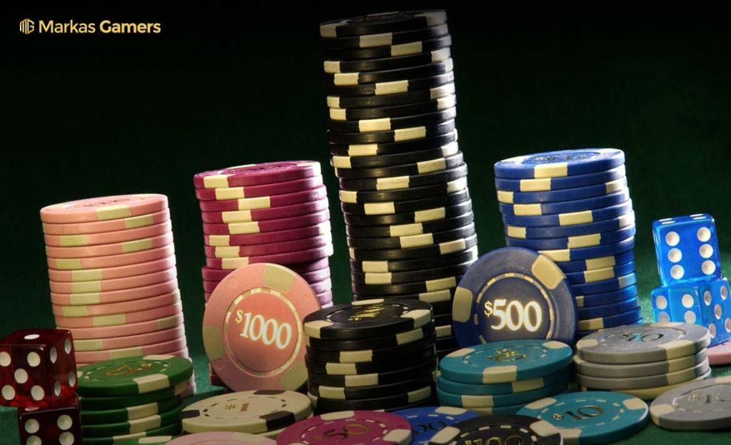 mengatur chips poker